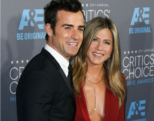 Jennifer Aniston hopes to spend the holidays with Justin Theroux